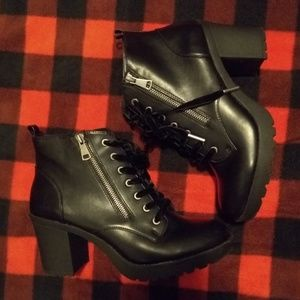 Mossimo black ankle boots